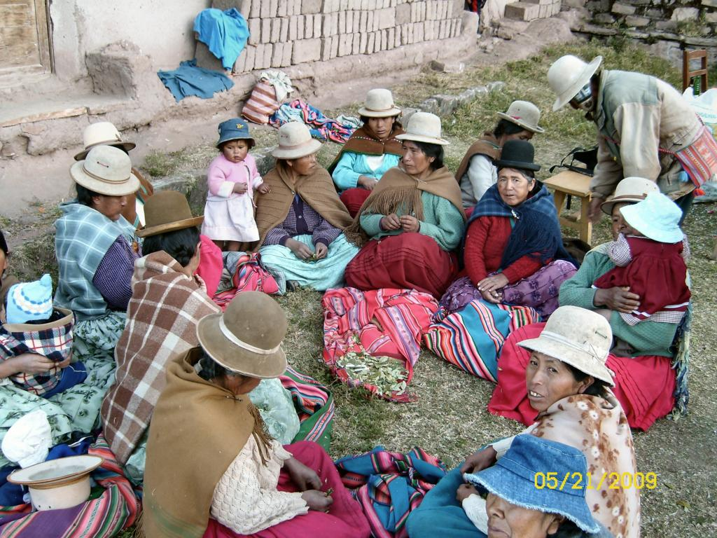 Bolivian_Women_Chewing_Coca_Leaves